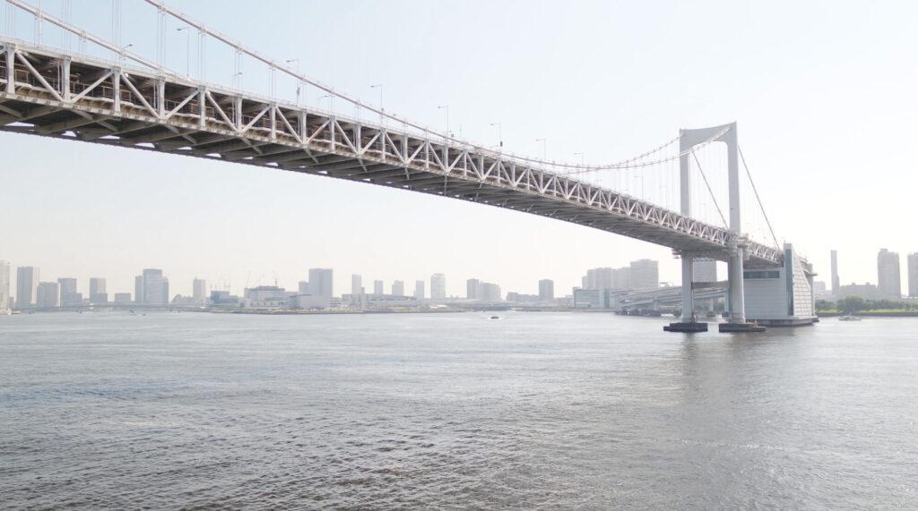 東京湾レインボーブリッジ海上飛行
